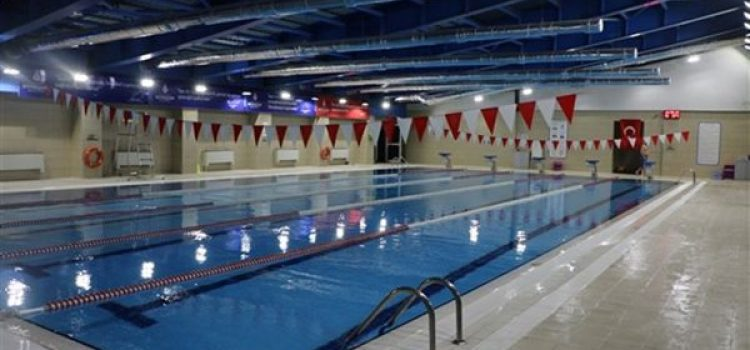 Ümraniye Kapalı Yüzme Havuzu